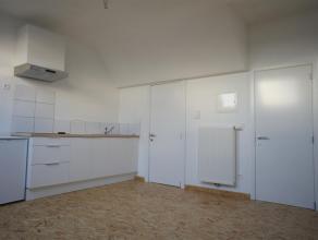 In dit recent gerenoveerde appartementsgebouw bestaande uit vier wooneenheden verhuren we een studio met slaaphoek, volledig geïnstalleerde keuke