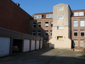 Prachtig gelegen appartement in het centrum van Geraardsbergen met 2 slk's in een gebouw met lift. Het appartement is gelegen op een steenworp van het