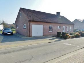 VOOR DE SNELLE BESLISSERS!!! In een rustige straat te Appelterre bevindt zich deze knusse bungalow op een perceel van 4 a 66 ca. Het treinstation, bus