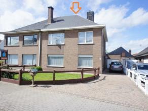 Topo-Immo biedt deze instapklare woning aan te Meerbeke, met zijn uitstekende ligging in een rustige straat nabij de Ninoofsesteenweg. Het centrum van