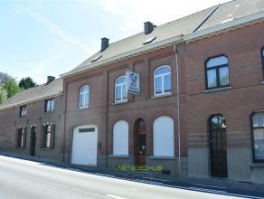 Te renoveren handels/woonhuis gelegen aan een belangrijke verbindingsweg richting Ninove-Halle op een grond van 5a70ca. Dit pand geeft de mogelijkheid