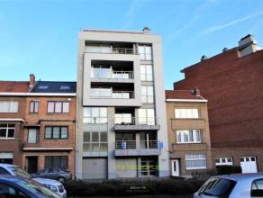 OPTIE! In een stijlvolle en recente residentie Topaz te Aalst bevindt er zich deze eigentijdse wooneenheid op de 4de verdieping met een luxueuze afwer