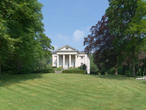 Het Brugse kasteel Leyselebeke (880m²) dankt zijn naam aan zijn ligging in de bocht van de Leyselebeek. Het neoclassicistisch kasteel, ca 1803 ge