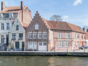 No. 1, een diephuis met Vlaamse pannen, een 17de eeuws pand met bewaarde balklagen en dakconstructie onderging een 'Kunstige Herstelling' in 1935. Doo