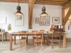 """Deze prachtige 13e eeuwse woning, genaamd """"het huis de grote Ketele"""", werd in 2009 volledig gerestaureerd met een prachtig oog voor detail. Dit eigend"""