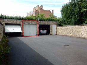 Deze garagebox is gelegen in de Magdalenastraat net buiten het centrum van Brugge en maakt deel uit van een kleinschalige, rustige residentie. De box