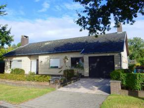Deze woning heeft een zéér goede bereikbaarheid en is rustig gelegen nabij stad Brugge. De woning omvat een inkomhal, lichtrijke woonkam