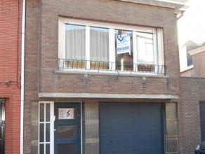 Bel-etage Wetteren Gelegen te Scheldestraat 2 te Wetteren Grote inkom en garage, 2 bergingen, klein kelderruimte. Toilet, living-woonkamer met veel li
