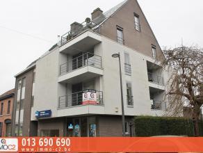 In het centrum gelegen spatieus appartement (103 m²) in recent appartementsgebouw bestaande uit: * inkomhall met vestiaire* apart gastentoilet* z