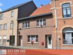 Ideaal gelegen grondig te renoveren woning in het centrum van Beringen op een perceel van 1A42CA bestaande uit: gelijkvloers: * inkomhall* ruime leefr