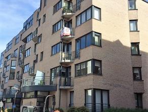 Op een TOPLOCATIE in het centrum gelegen appartement op de 3de verdieping van 117 m² bestaande uit:* inkomhal* apart gastentoilet* ruime leefruim