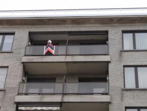 Instapklaar appartement op de 6de verdieping met inkom, living, keuken, berging/wasplaats, badkamer,2 slaapkamers en gesloten garage.? 650 euro + ? 10