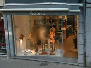 Description LocationThis shop is ideally located in the rue Emile Cuvelier, in the city center of Namur. Neighbouring retailersMango, Jean-Louis David