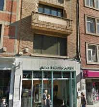 Description LocationThe building is ideally located in the best part of the commercial street of Namur and benefits from an excellent visibility. Neig
