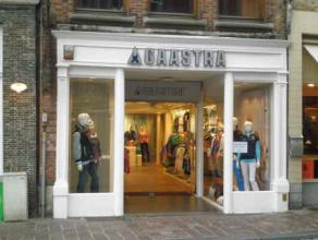 Description LocationCommercial ground floor with basement located on a top location in the center of Bruges at walking distance from the Grote Markt.