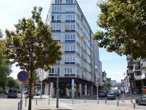 INFOS ET VISITES AU 081/47.00.28 - Au 5ème étage dun bel immeuble, lumineux appartement 2 chambres avec balcon situé à deu