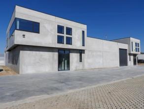 Zoning-Nord de Wavre, partie de bâtiment industriel tout neuf de 660 m² comprenant 500 m² d'entrepôt + 160m² de bureaux &am
