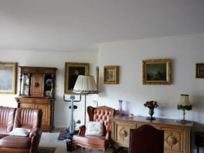 Dit ruime appartement is in het Centrum van Brasschaat. Er is een open keuken  met zeer ruime woonkamer met veel lichtinval. Er zijn 2 ruime slaapkame