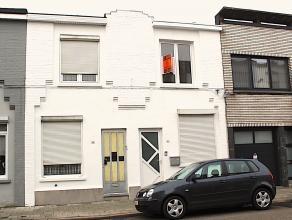Instapklare woning met volgende indeling :<br /> Gelijkvloers :  inkomhal, een slaapkamer aan de straatzijde, leefruimte met open inbouwkeuken, badkam