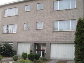 Ruim appartement op de eerste verdieping van een klein gebouw. <br /> Indeling : inkomhal, living, ingerichte keuken , badkamer , 2 slaapkamers, apart