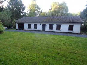 Villa avec accès privatif idéal pour amateur de nature et de calme.Composition: hall d'entrée, living avec cheminée ouvert