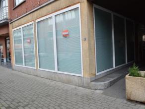 BELLES VISIBILITE ET VITRINE ** En plein centre, à deux pas de la Place Bosh, voici, un spacieux rez-de-chaussée commercial offrant un v