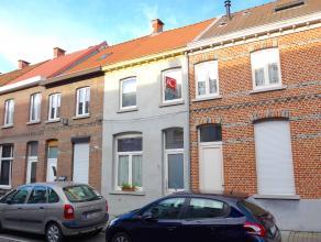 Deze centraal gelegen woning werd reeds voorzien van een nieuw dak (2012), een nieuw plat dak (2013), beide goed geïsoleerd, alsook nieuwe ramen