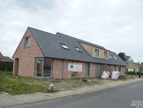 Bezoekdag 10/06/2017 van 10.30 hr tot 12.30 hr 2 Nieuwbouw half open woningen percelen van 379 m² en 419 m². Rustige ligging met groenzicht.
