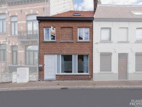 Instapklare en degelijk gerenoveerde ruime woning met 3 slaapkamers op een prima bereikbare locatie nabij het station en het centrum van Brugge. LAAG