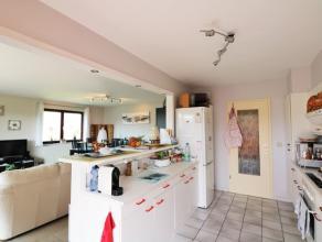 Situé au troisième étage, superbe appartement profitant d'une luminosité exceptionnelle! Cet appartement parfaitemententre