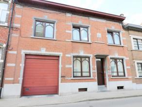Situéeà deux pas de la rue commerçante de Wavre, charmante maison d'habitation de 1947offrant ungrand potentiel. Elle est actuell