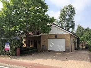 Luxueus afgewerkte woning met 4 slaapkamers en vrij zicht aan de achterzijde.De woning is centraal gelegen tussen Overpelt- en Neerpelt centrum, dicht