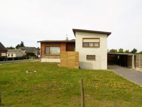 Volledig gerenoveerde vrijstaande woning met 3 slaapkamers op een perceel van 5a07.Instap klaar!Indeling gelijkvloers: zij ingang onder de carport, in