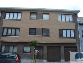 Vlakbij het centrum van Hasselt, op wandelafstand van het station vinden we dit ruime tweeslaapkamer appartement met ruime living en uitgeruste keuken