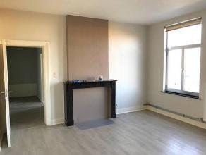 Situé proche de toutes les facilités, bel appartement au 2ème étage, composé comme suit: Hall d'entrée, Spac