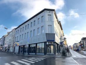 A deux pas de la Gare du Centre et des arrêts de bus, Magnifique Surface Commerciale de +/- 200m2 située au Coeur de La Louvière.