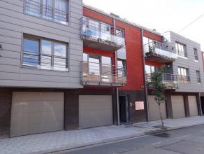 Situé proche de toutes les facilités, Magnifique appartement au rez de chaussée composé comme suit: Hall de Jour,1 WC S&ea
