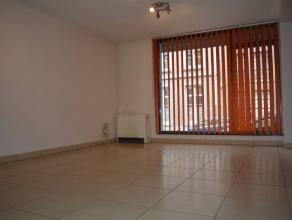 Magnifique appartement spacieuse prêt à vivre, proche des grands axes et de la ville. celui-ci comprend : hall d'entrée avec livin