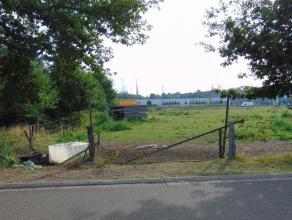 BOUWGROND VOOR HALFOPEN BEBOUWING OP 6A29CA<br /> <br /> Op een goed gelegen plek in Genk, op slechts enkele minuten van het centrum van Diepenbeek