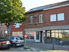 HANDELSGELIJKVLOERS MET WOONST + STADSTUIN <br /> <br /> Wonen en werken in Hasselt, dat is buitenstappen in een hippe en drukke stad en thuiskomen in