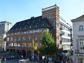 STADSAPPARTEMENT MET 1 SLK <br /> <br /> In het centrum van Hasselt, op de alombekende Grote Markt, en op wandelafstand van verschillende restaurant,