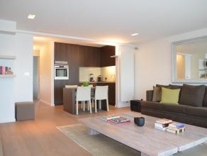 VOLLEDIG VERNIEUWD APPARTEMENT MET 2 SLK EN GARAGEBOX<br /> <br /> Ben je op zoek naar een smaakvol vernieuwd, goed gelegen appartement te Hasselt met