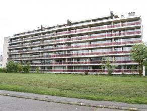 Dans le Parc des Saules, à proximité immédiate du centre et de tous les commerces, au 4ème étage d'un immeuble de 7