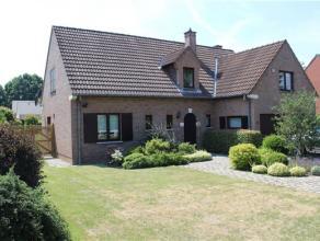 A la frontière de Rixensart, dans un quartier résidentiel très calme, une charmante villa 4 façades sur un grand terrain c