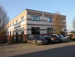 Dans un immeuble récent (2000) et idéalement situé dans le zoning nord de Wavre, un espace de bureaux de ±150m², r&ea