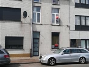Ruime gezinswoning te huur. Gelegen nabij Gent centrum en Gent Dampoort, vlot bereikbaar met de wagen (nabij oprit R4) en openbaar vervoer. Op het gel