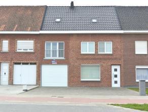 --> Een gerenoveerde rijwoning met garage, oprit en grote tuin.<br /> --> 763 M² grondoppervlakte<br /> --> Renovatiejaar tussen 2004