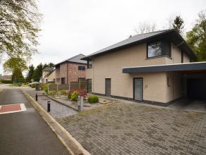 De woning dateert slechts van bj 2006 en werd opgetrokken in kwalitatieve materialen. Deze ruime woning biedt maar liefst 193m² netto bewoonbare
