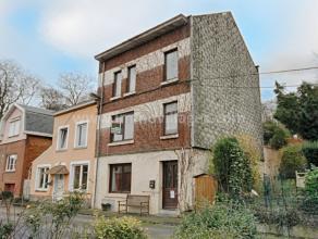 Idéalement située au calme, entre la Citadelle et l'Hôpital Sainte-Elisabeth, ancienne maison bourgeoise sur 4 niveaux (acc&egrave