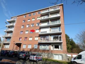 Appartement de 2 chambres avec balcon, garage et cave dans le centre de Waremme avec une vue dégagée. Il est composé dun s&eacute